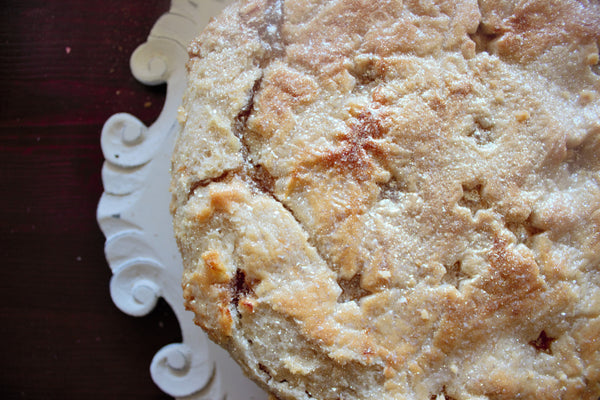 Decorate the Perfect Peach Pie Using Edible Glitter | Bakell.com