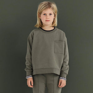 Gray Label | Kinder Boxy Sweater Pullover | Moss Grün Model