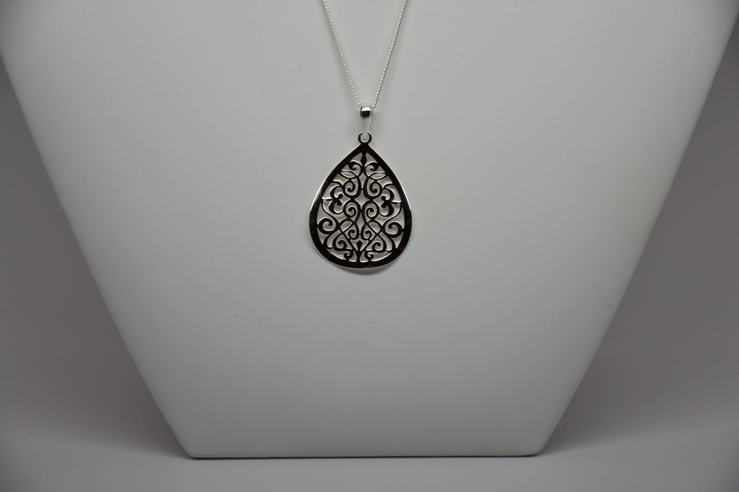Irish Assayed Sterling Silver Pendant & Sterling Silver Chain P801/29/11/18