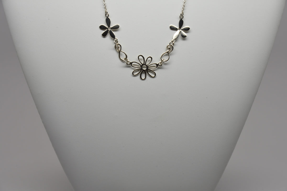 Sterling Silver Daisy Flower Necklace Stg150/16/10/18