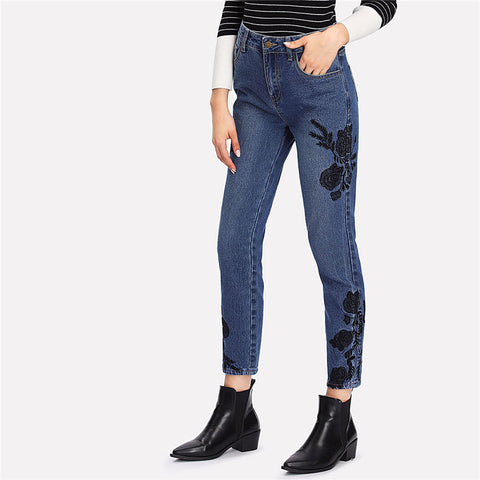 Flower Embroidered Cropped Jeans