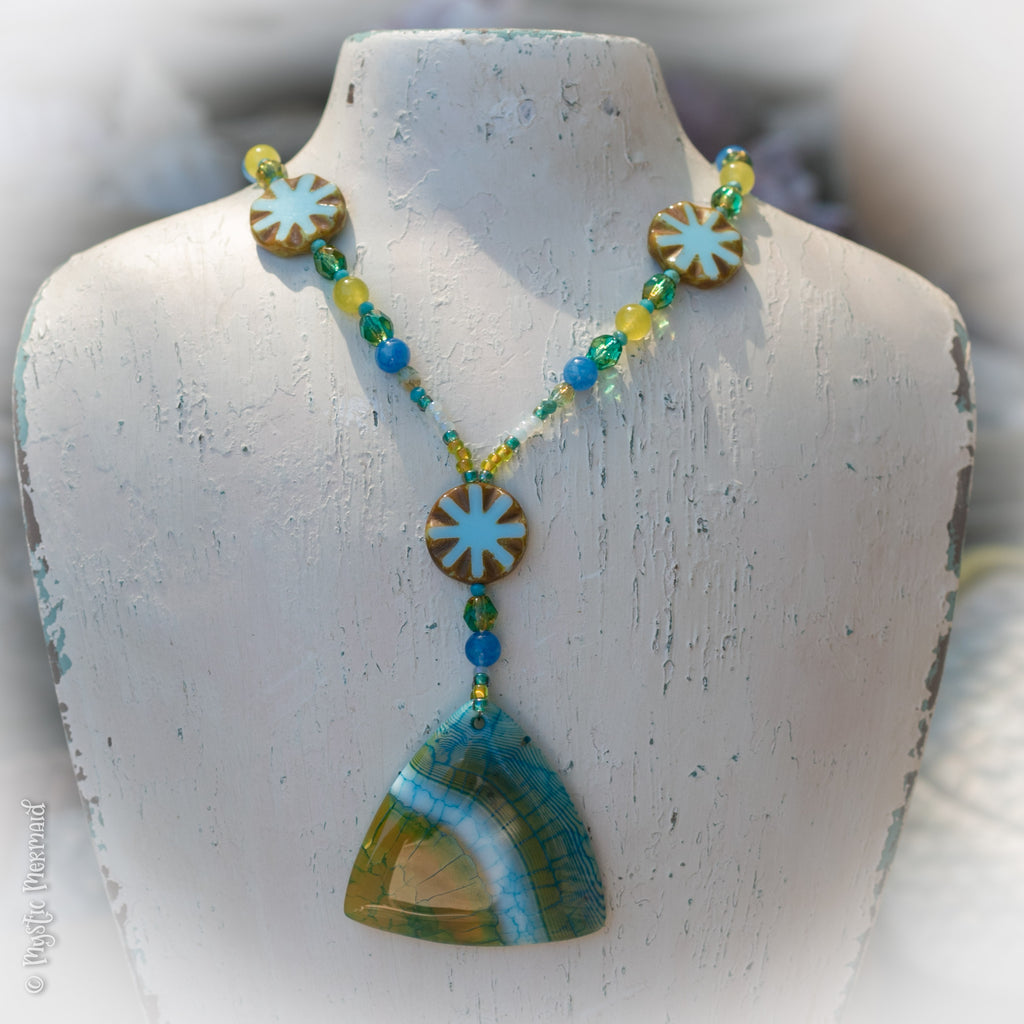 Pine Lime Agate Feature Necklace