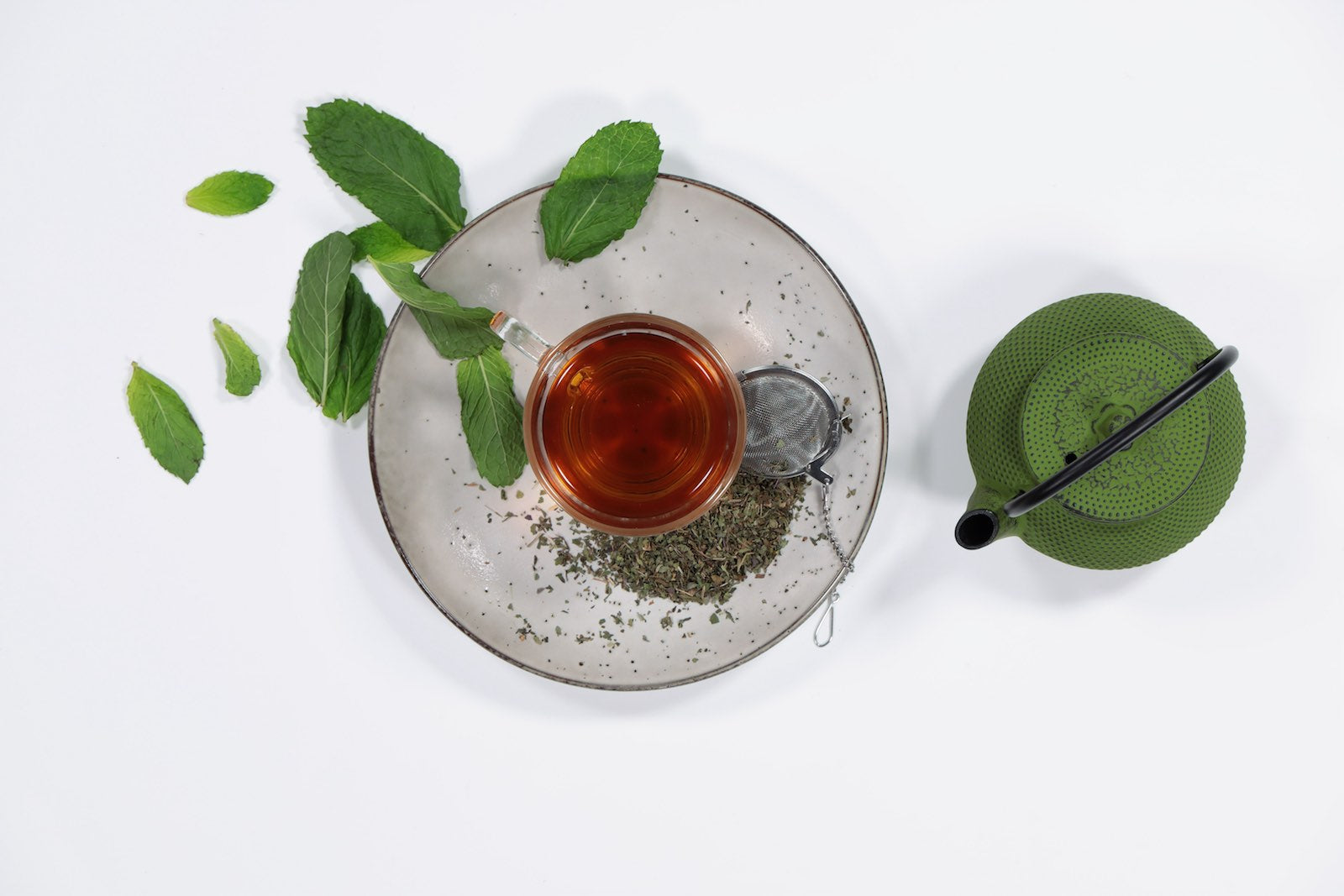 peppermint-tea-pot-leaves