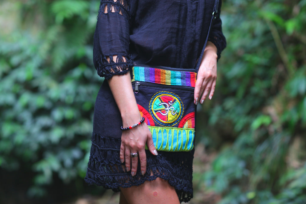 Lightweight Ohm Knitted Multicolor Shoulder Bag