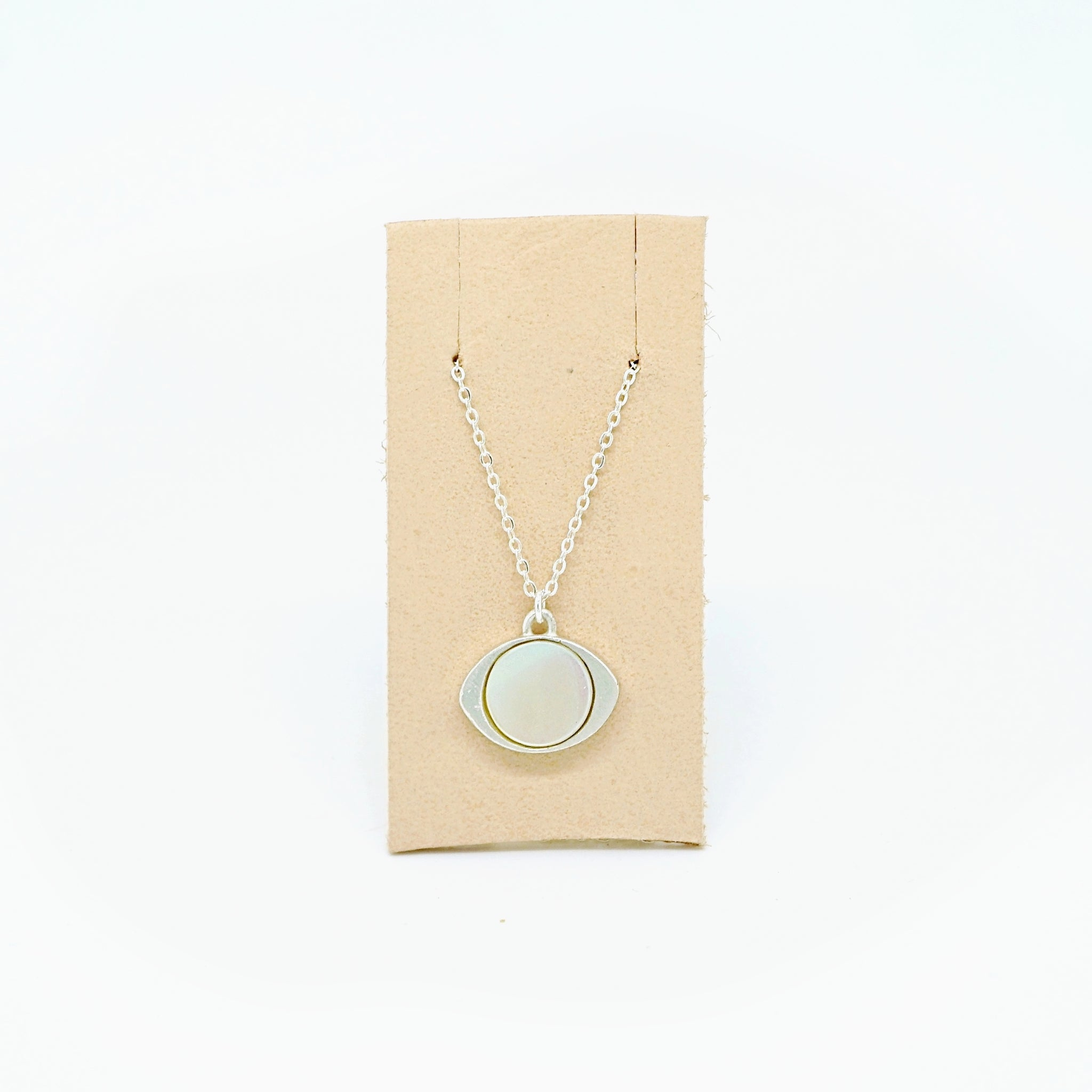 Mother of pearl eye pendant necklace