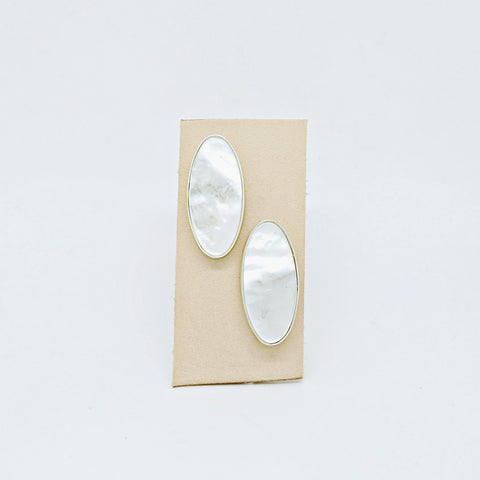 Les Ovales mother of pearl studs