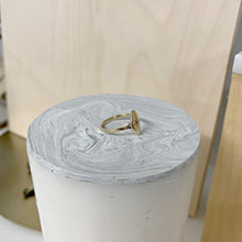 Load image into Gallery viewer, Étoile Signet Ring in 14k Gold Polished Finish