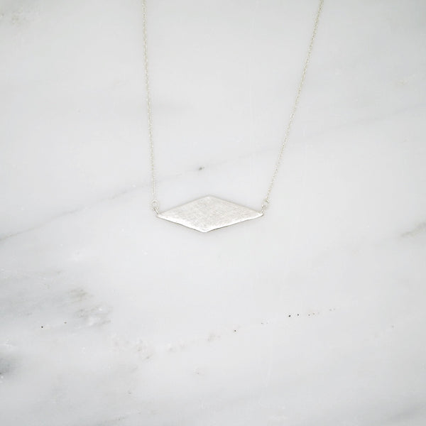 Diamond shaped pendant necklace with details