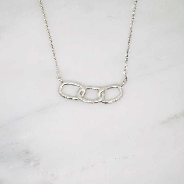 Bold chain pendant necklace