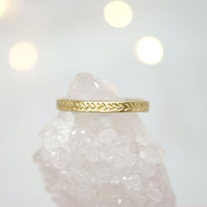 Ring with details in 14k gold