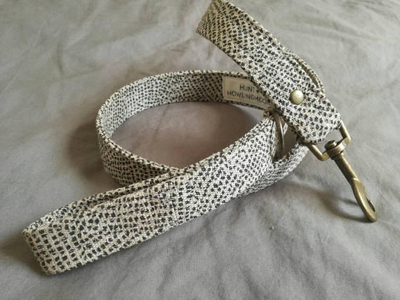 Linen dog leash in beige with small black dot finished off with brass hard ware and hunt and howingmoon label