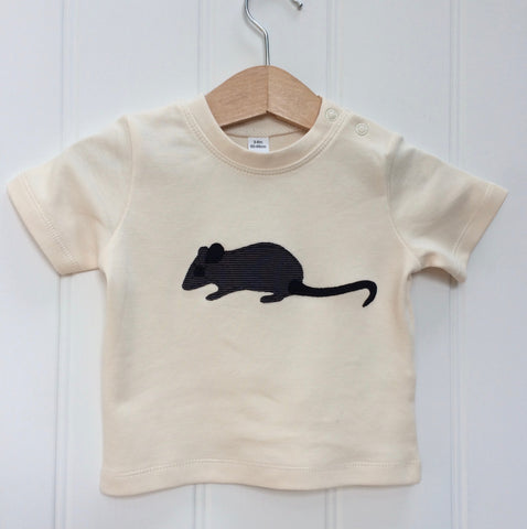 Natural white organic cotton, short-sleeved t-shirt on a hanger with a hand applique mouse on the front. The mouse is made of fine stripe grey cotton melange, with black eye, ears and tail. Designed and hand made in the Isabee London studio. Available in four sizes for babies (3 -24 months). Includes Isabee easy-wear neck with poppers. Also available for ages 2 to 5 years.