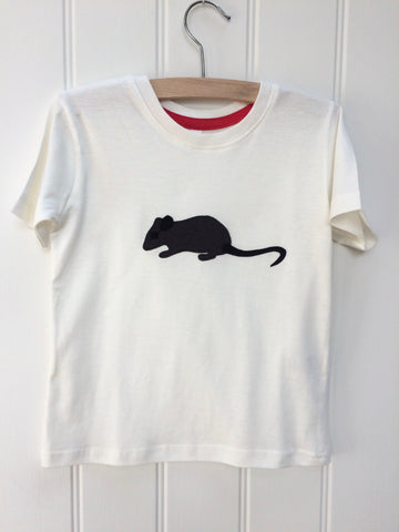 Natural white organic cotton, short-sleeved t-shirt on a hanger with a hand applique mouse on the front. The mouse is made of fine stripe grey cotton melange, with black eye, ears and tail. The inside neck has a stylish red trim. Designed and hand made in the Isabee London studio. Available in two sizes for kids (2-5 years of age).  Baby Mouse is available for age 3-24 months.