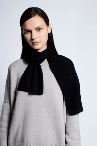 Ika Cashmere Scarf in Black