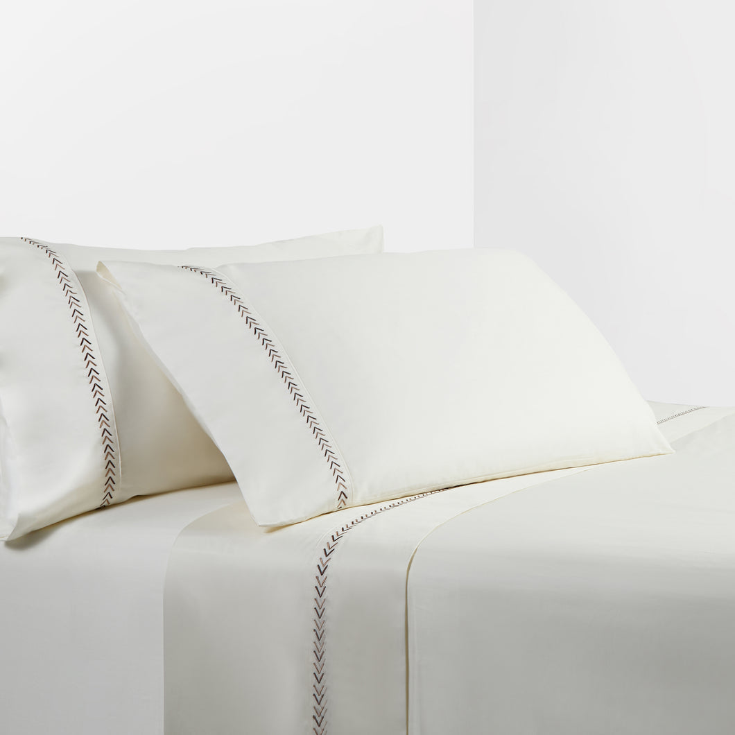 350 TC Cream Sheet Set with Arrow Embroidery, Queen