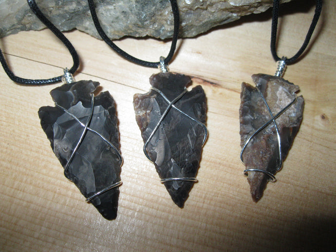 Agate stone arrowhead necklace