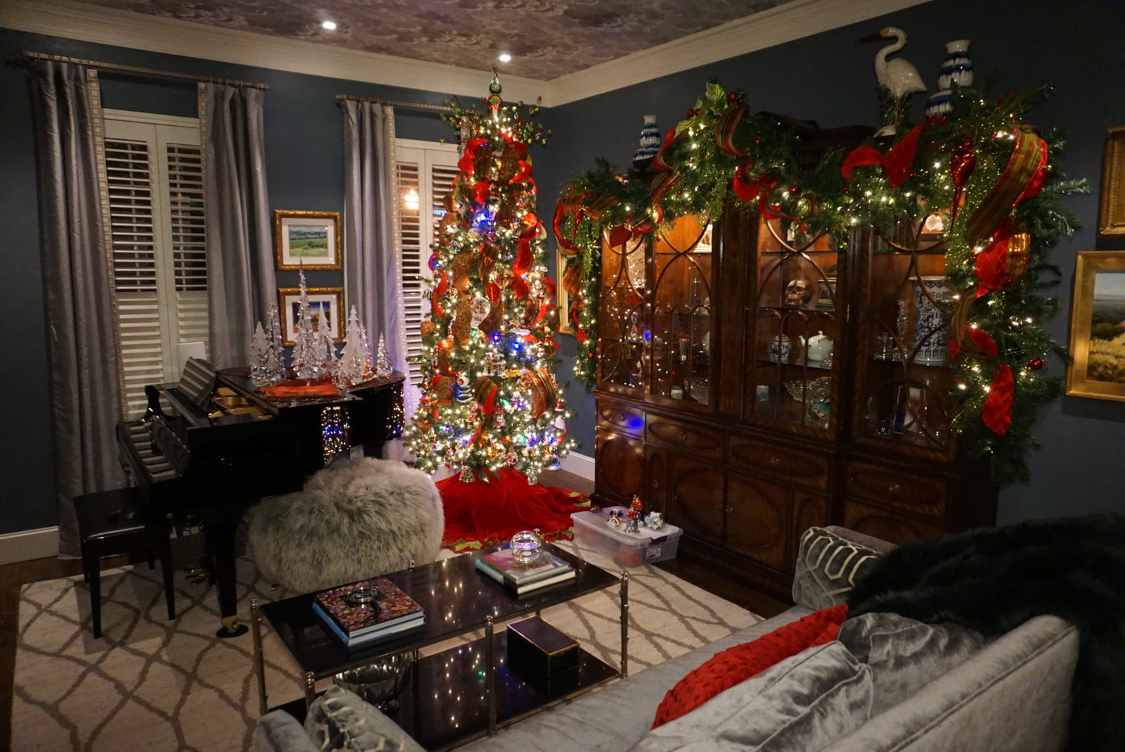 Holiday Decorating Service per Hour (Please Call for Pricing)