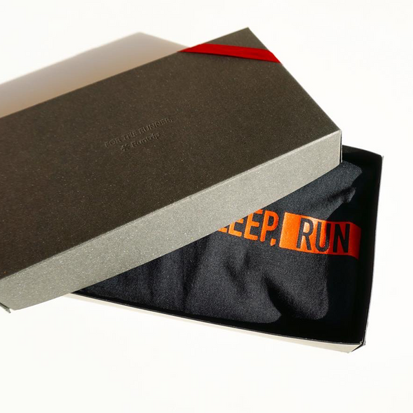 【GIFT BOX】EAT DRINK SLEEP RUN / STREET Tee (Black)