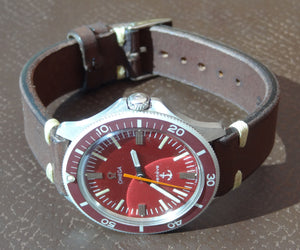 Omega Admiralty, red bezel. Ref: 135.042