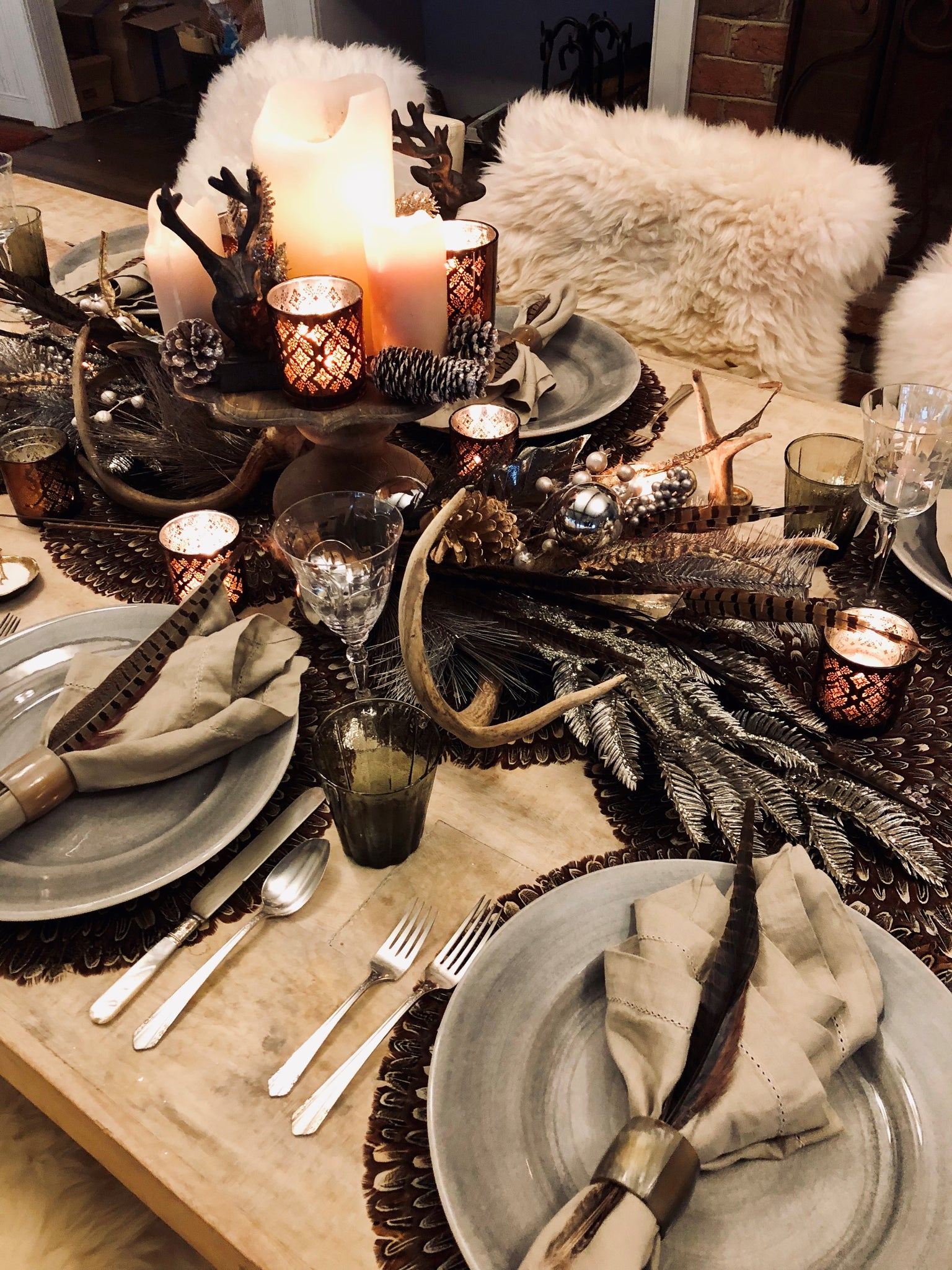 Awesome Glittered Pine Spray Table Terrain Dining Tablescapes And Home Interior And Landscaping Mentranervesignezvosmurscom