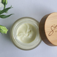 Hydrating Moisturiser with Vitamins C and E Texture