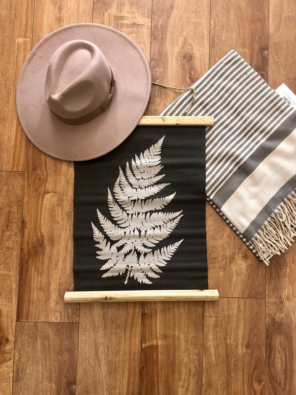 Single Fern Wall Decor