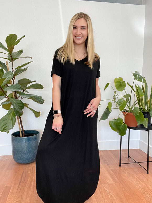 Relaxed Black Maxi Dress