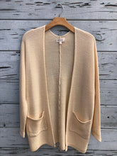 Textured Two Pocket Cardigan Cream