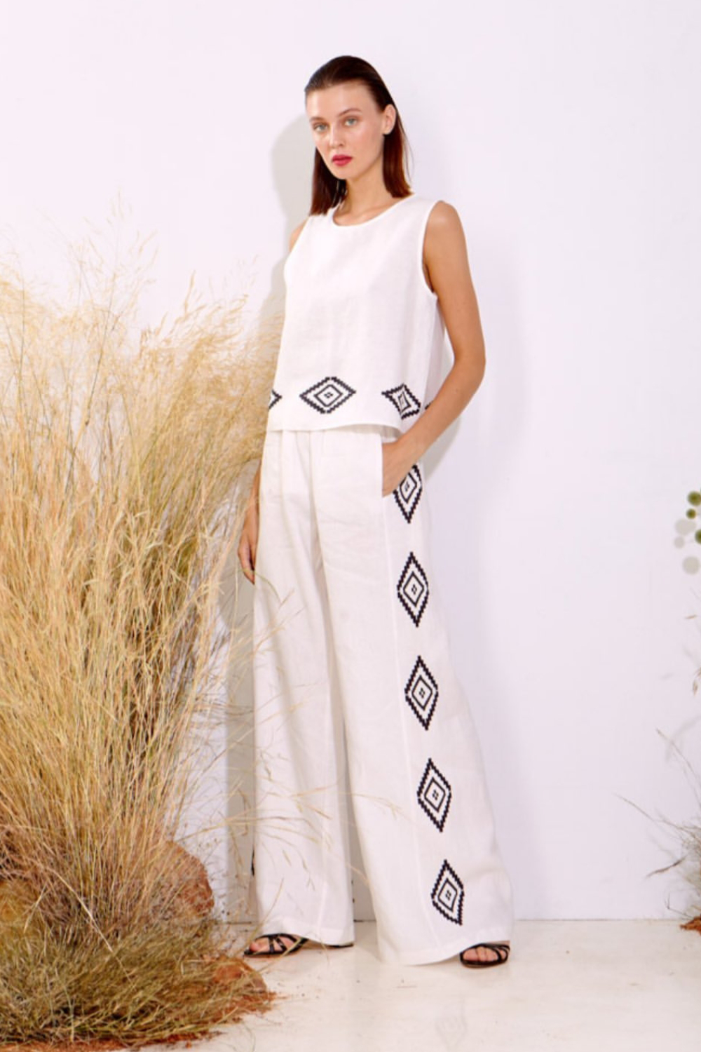 Moutaki White Linen Top with Black Geometric Border