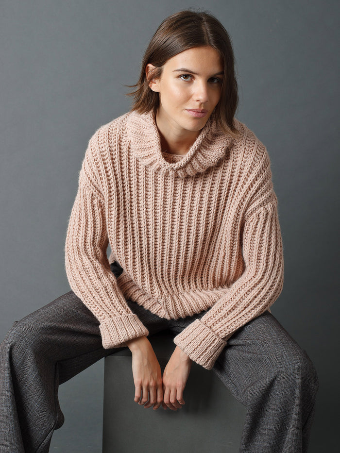 Indi & Cold Chunky Gauge Short Sweater w Perkins Collar Rosa Nude