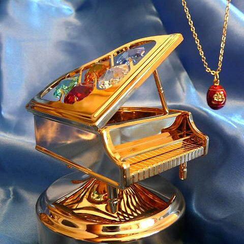 GOLD RUSSIAN EMPRESS ALEXANDRA MUSIC BOX PIANO plays