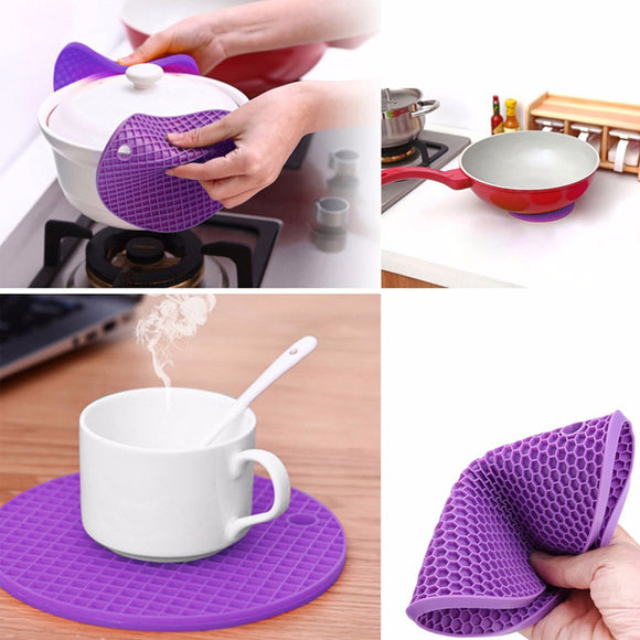 Pack Of 2 FLower Shape Silicon Heat Insulation Pad / Mats ( Random Colors & Design)