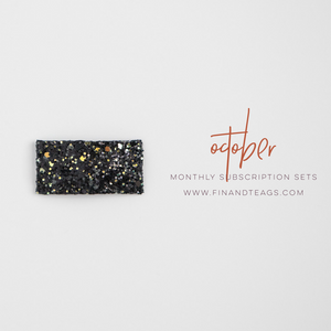 OCTOBER 2019 | Glow in the Dark Black Glitter Snap Clip