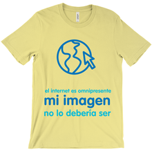 Internet is Ubiquitous Adult T-Shirts (Spanish)