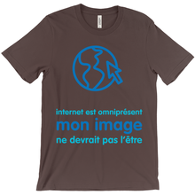 Internet is Ubiquitous Adult T-Shirts (French)