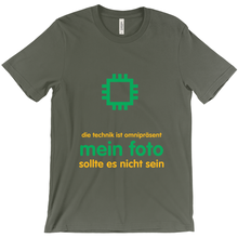 Tech is Ubiquitous Adult T-shirt (German)
