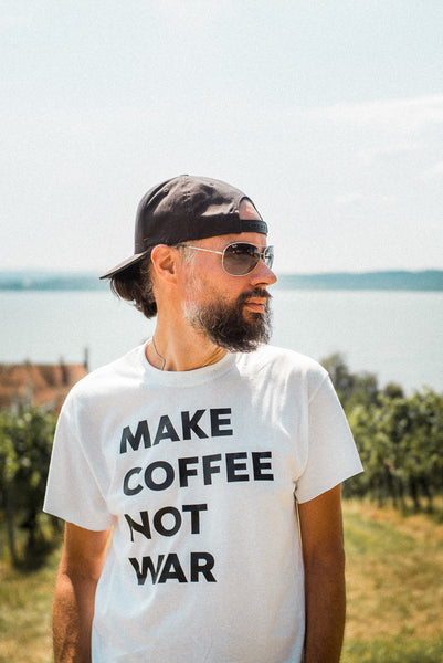 "T-SHIRT ""MAKE COFFEE NOT WAR"""