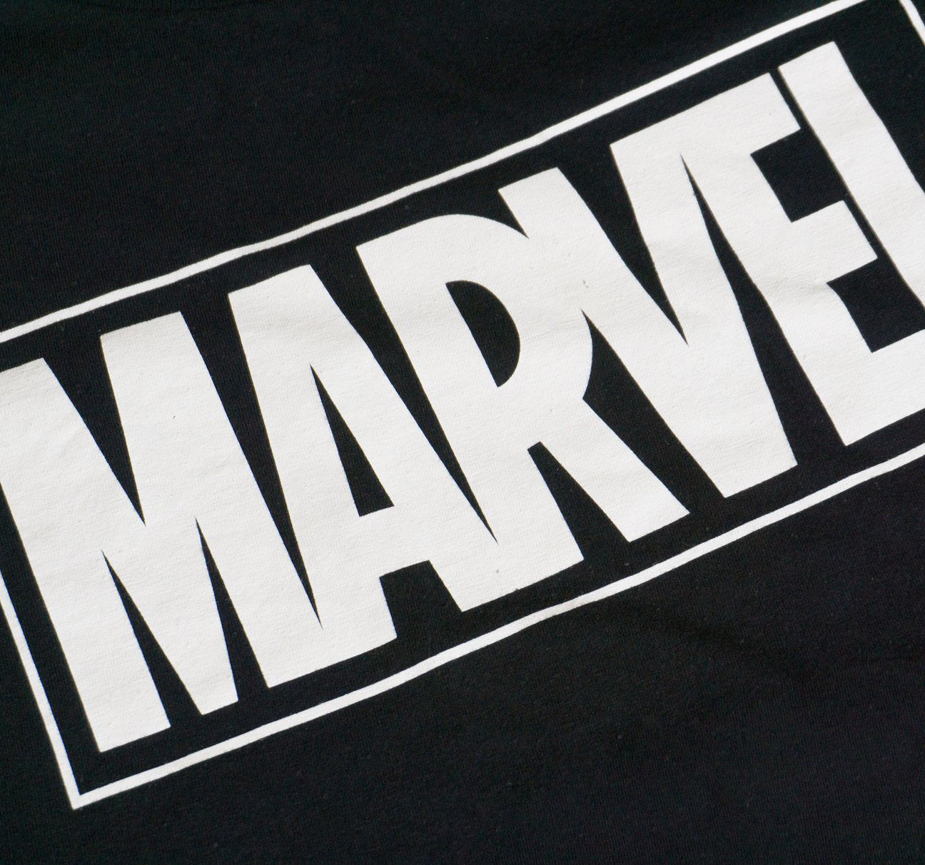DARKS × MARVEL LOGO