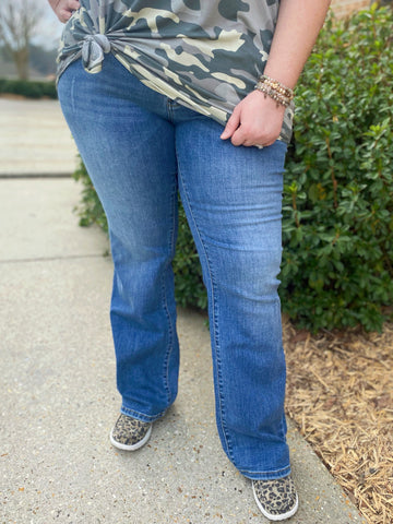 Show Out Bootcut Curvy Jeans