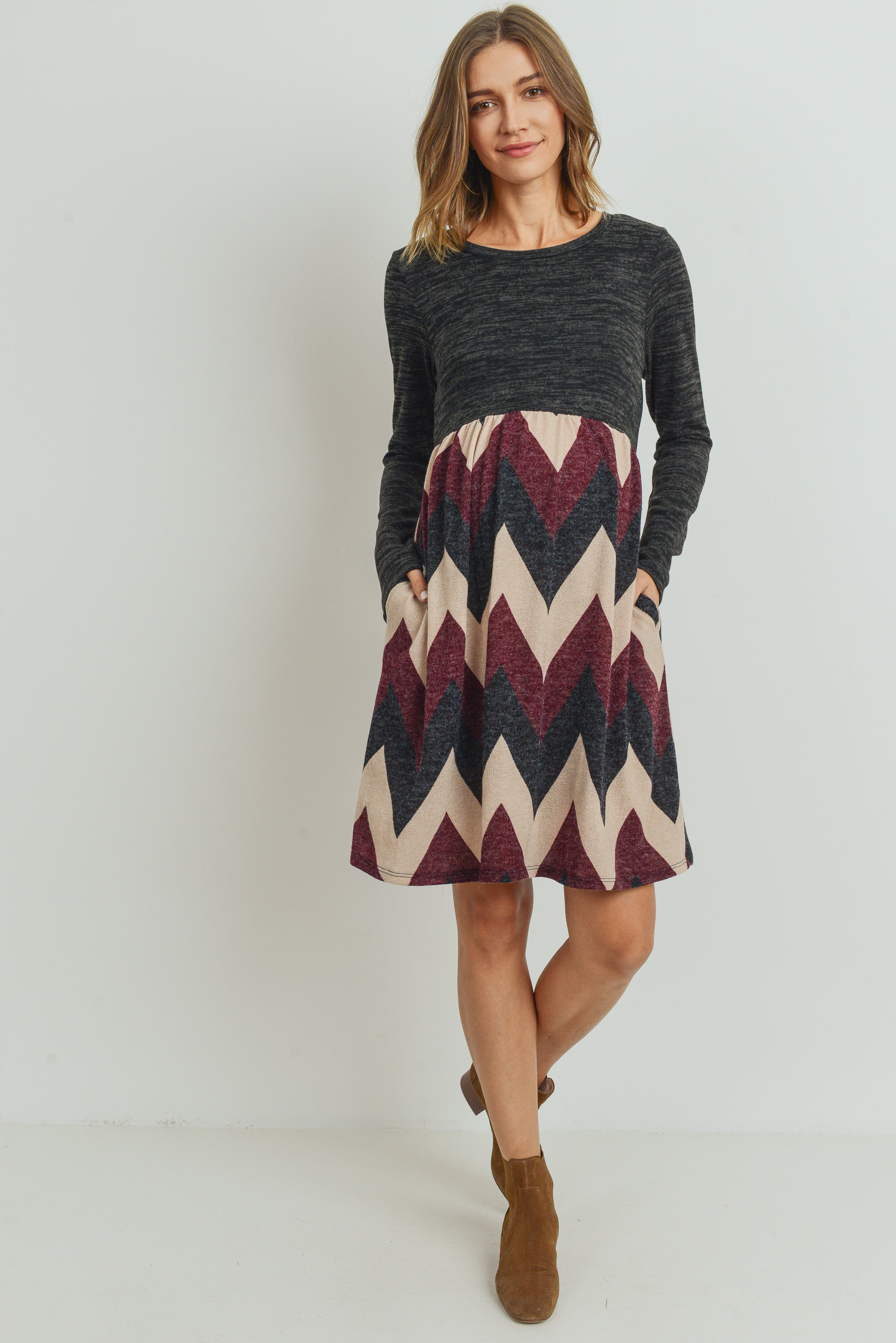 Zig Zag Long Sleeve Knit Maternity Dress with Side Pocket