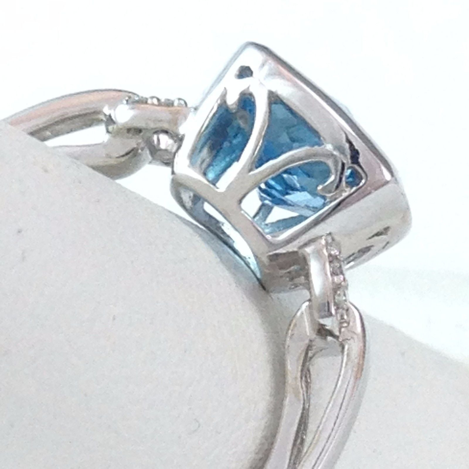 Genuine 2.5 ct Blue Topaz & Diamond Ring 14K white gold $1280 NWT