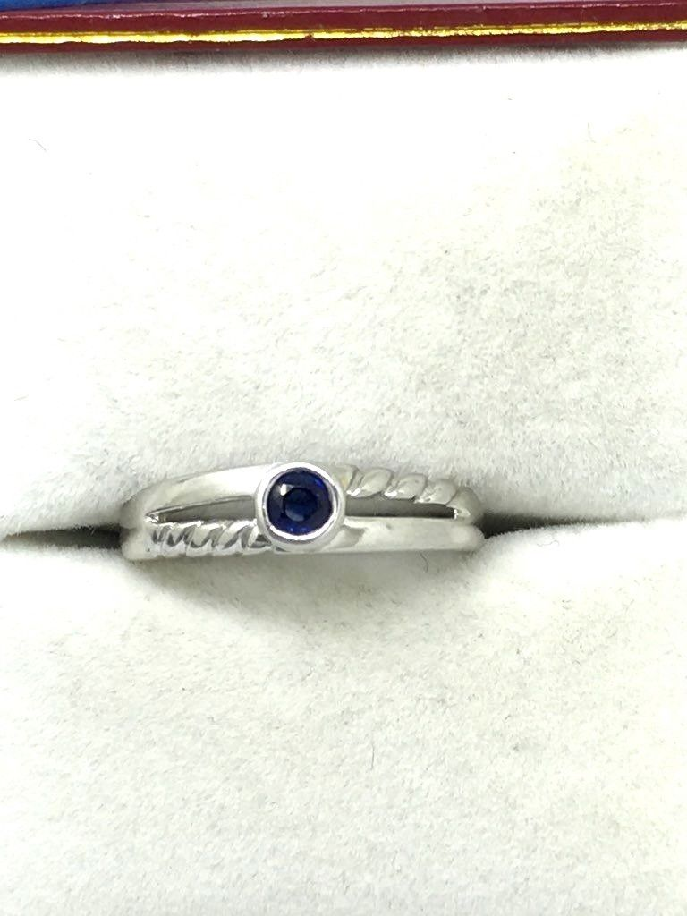 14K white gold and Genuine Round Sapphire Ring $400 NWT Size 6 3/4