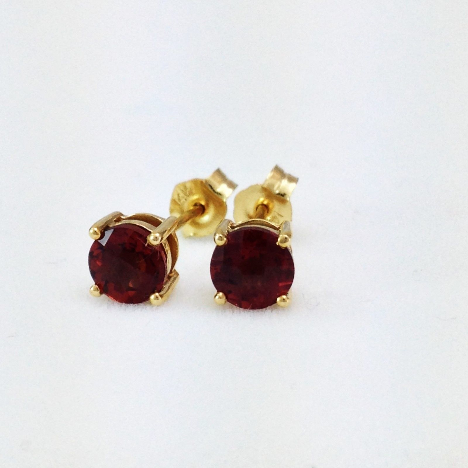 Genuine Garnet 1.3 cttw 5mm 14K yellow gold Earrings NWT $344
