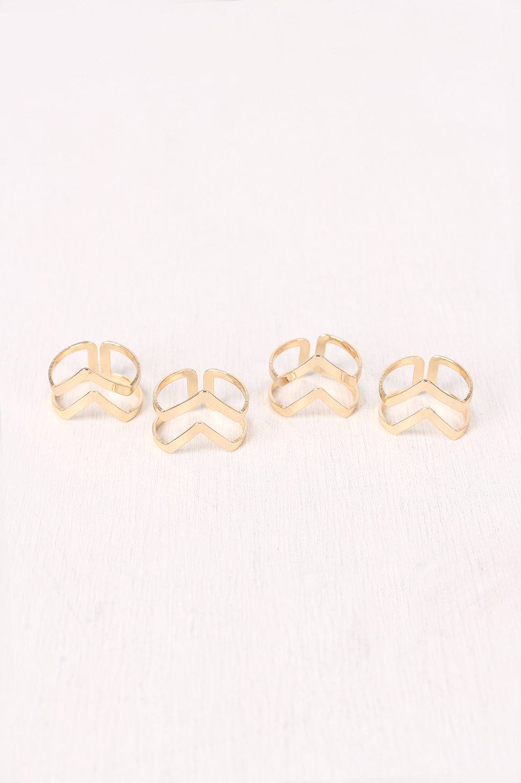 Cutout Chevron Ring Set