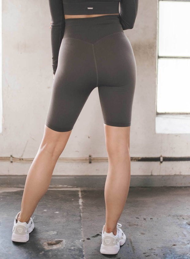 CONCRETE RIBBED SEAMLESS BIKER SHORTS