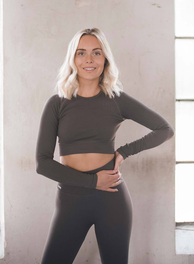 CONCRETE RIBBED CROP LONG SLEEVE