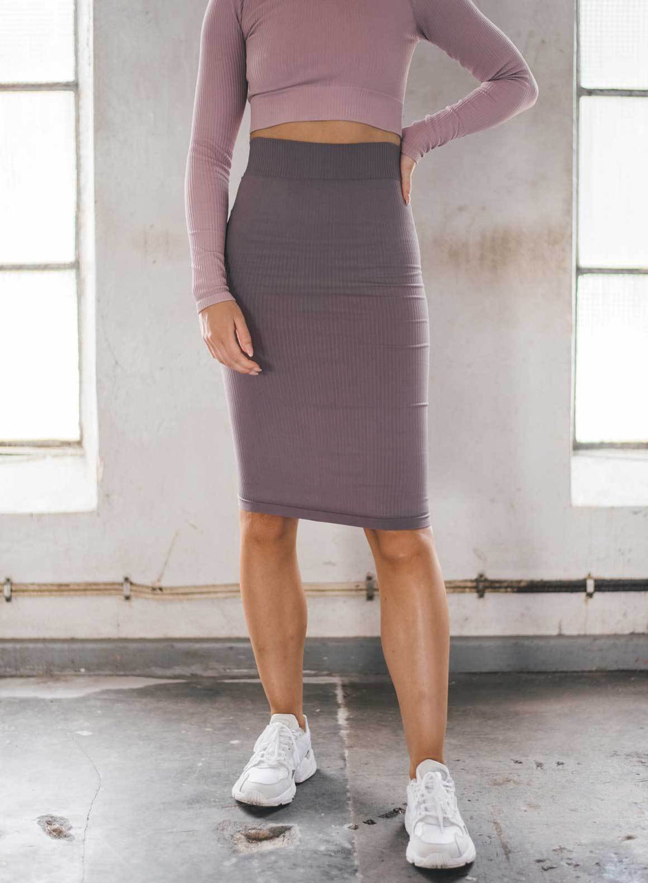 PALE PLUM RIBBED SEAMLESS SKIRT