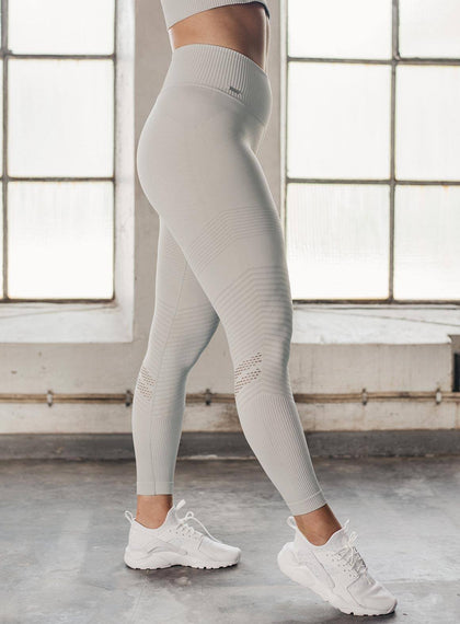 CLOUD ELEVATE SEAMLESS TIGHTS aim'n sportswear