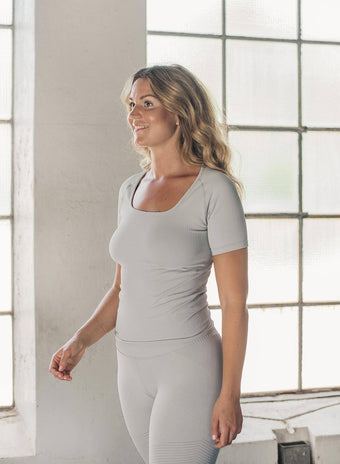 CLOUD RIBBED SEAMLESS T-SHIRT