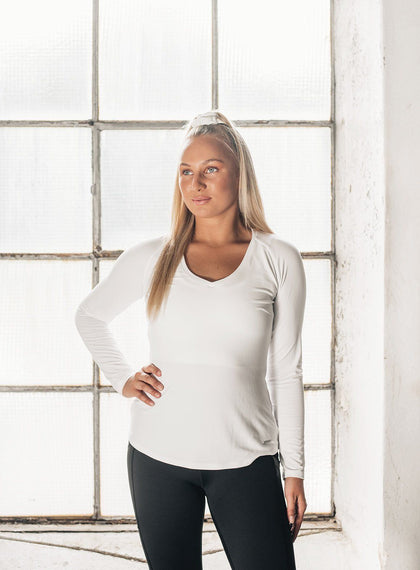 WHITE ALL DAY V-NECK LONG SLEEVE aim'n sportswear
